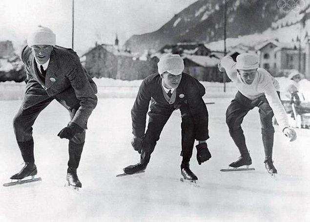 24. İlk Kış Olimpiyatları'nda başlama çizgisindeki sürat patencileri, Fransa, 1924.