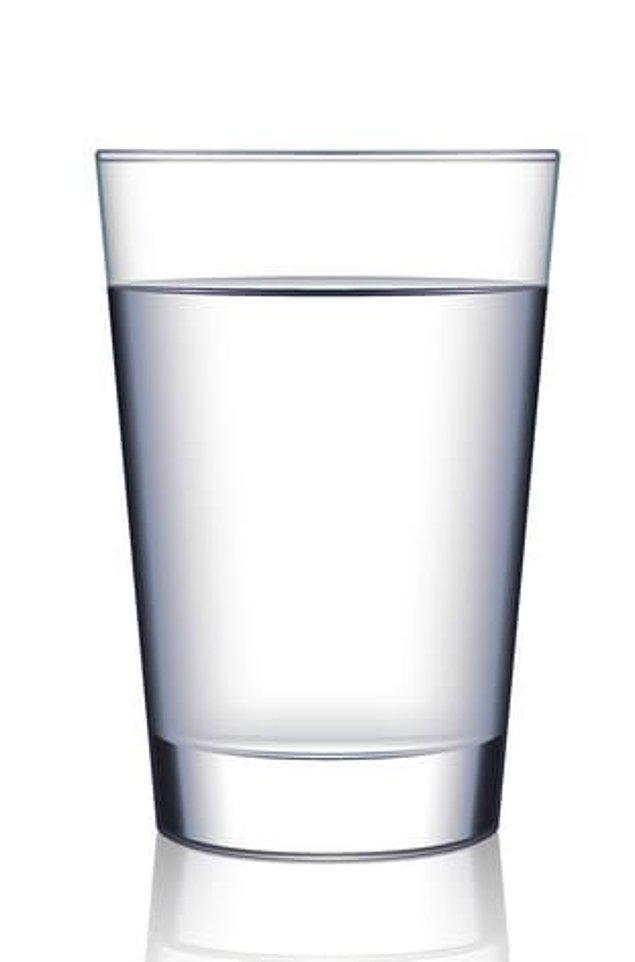 4. Bir bardak suda bulunan atomlar, dünya üzerindeki bütün okyanuslarda bulunan atomlardan daha fazla.