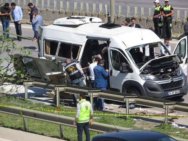 AA'nın verdiği bilgiye göre araştırma sonucunda, servis aracına kimliği henüz belirlenemeyen bir kişi tarafından çanta bırakıldığı tespit edildi.