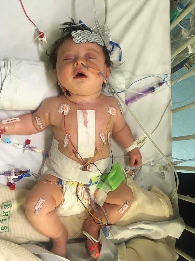Richard Davies ve partneri Natasha'nın oğlu Bobby doğduğunda kalbinde ciddi bir sorun vardı ve açık kalp ameliyatı olması gerekiyordu.