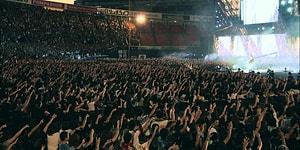 Binlerce Dinleyiciden Hiçbirinin Cep Telefonunu Cebinden Çıkarmadığı Bir Konser Düşünsenize, Çıldırırsınız!