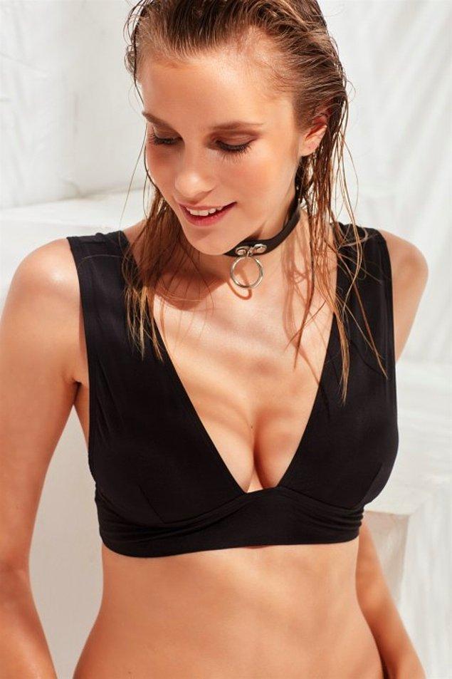 10. Kimseye söylemeyin ama Michelle Lewine'nin bu siyah bikinisini ararken ondan çok daha güzelini bulduk!