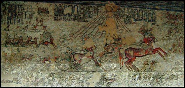 13. 'Amarna' adı verilen şehrin Aton'a adanmış bir şehir olmasını istedi.