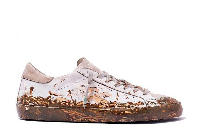 Sebep basit; eskiden sadece zenginlere özgü olan daima yeni ve temiz ayakkabı giyebilme lüksünün orta sınıfa da geçmiş olması.