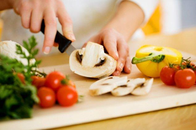 12. İftar ya da sahur için yemeklerinizi hazırlamaya başlayabilirsiniz.