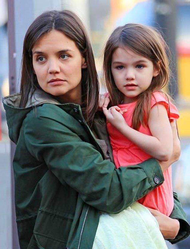 6. Katie Holmes ve kızı Suri Cruise