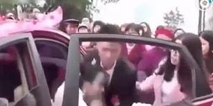 Çin'de Müstakbel Eşini Gelin Arabasından Yaka Paça İndiren Damat