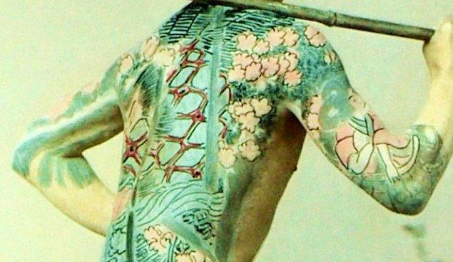 Fakat 7. yüzyılda bu durum tersine döndü ve insanlar dövmeleri tercih etmemeye başladılar.