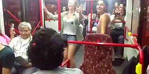 """İzmir Toplu Taşımasında Şarkılı Türkülü Güzel Anlar Tam Gaz Devam Ediyor: """"Yanıyorum Yanıyorum"""""""