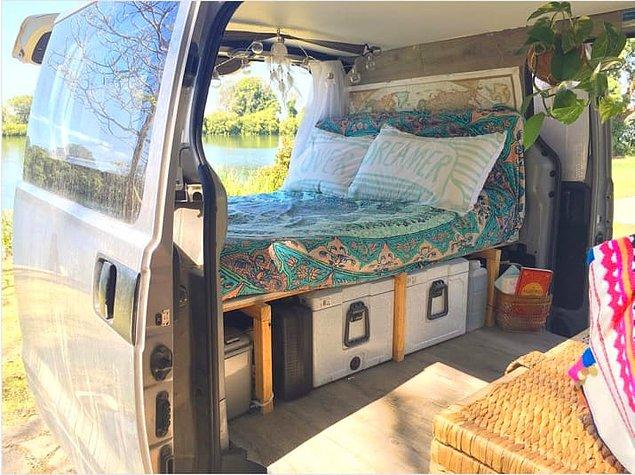 3. Hava yatağınız için böyle bir platform oluşturursanız hem eşyalarınız hem de yatacak yer için fazlasıyla alanınız olur.