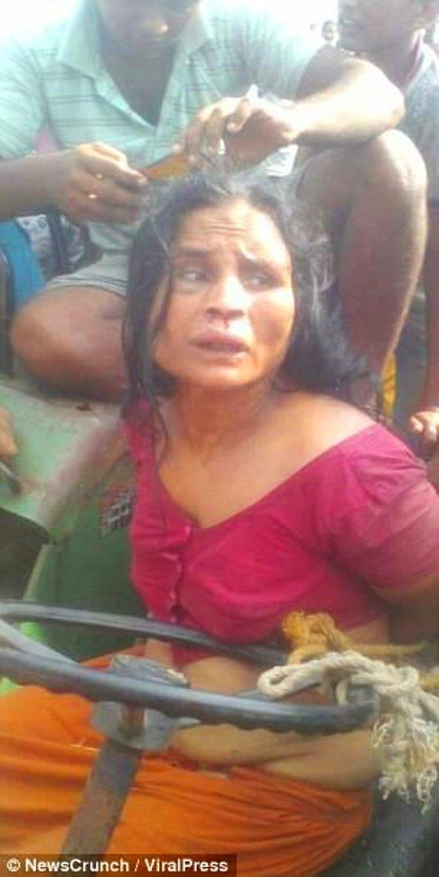 Çocuk kaçırmakla suçlanan 42 yaşındaki zihinsel engelli Otera Bibi, bir traktöre bağlandı ve ölesiye dövüldü.