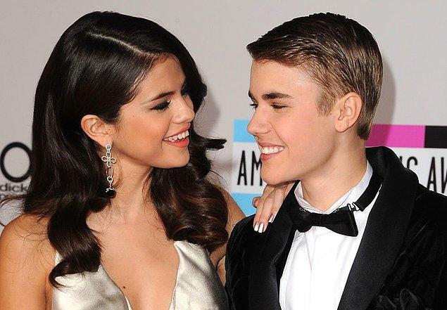 Ancak Justin Bieber'la sevgili olduktan kısa bir süre sonra o yüzük ortadan kayboldu.