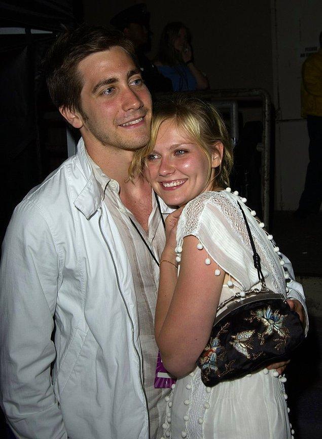 4. Kirsten Dunst ve Jake Gyllenhaal 2002-2004 yılları arasında sadece aşklarını değil aynı zamanda bir evi ve sevimli de bir de köpeği paylaştılar.