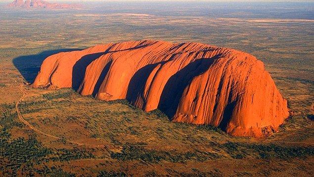 6. Uluru, Avustralya