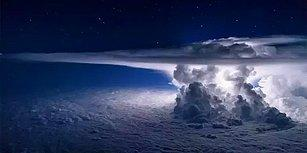 Küçük Mavi Bir Gezegen: Uçak Pencerelerine Takılmış Pek Acayip 19 Dünya Manzarası