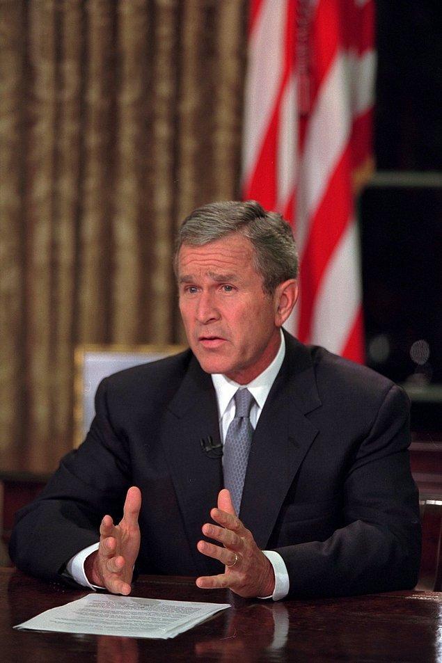 25. George Bush, televizyonlarda yayınlanan konuşmasını yaparken.