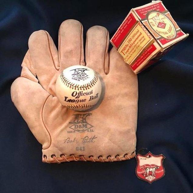 Norveç'te bulunan bir çocuk Ruth beyzbol eldiveni
