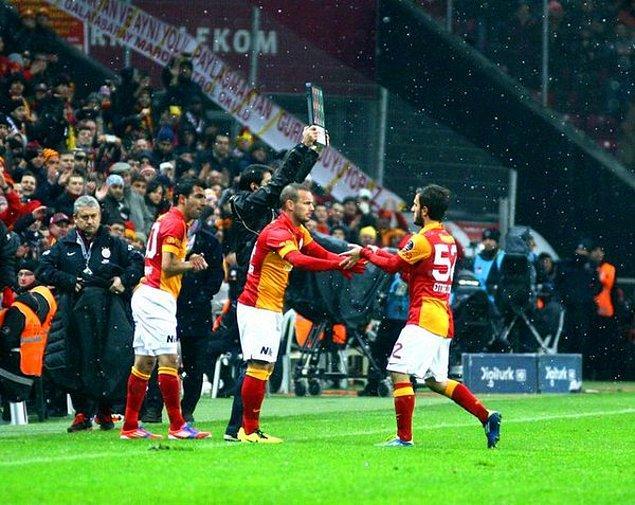 5. Galatasaraylıların Sneijder'i sarı kırmızılı formayla gördüğü ilk maç bir derbi. 27 Ocak 2013'te oynanan Beşiktaş maçı.
