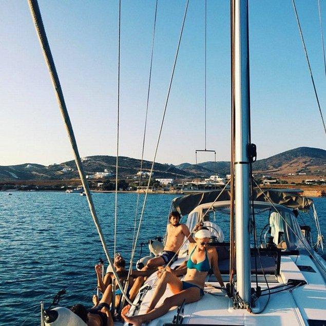 9. Ege Denizi'nde bir adadan bir adaya yelken açmak.