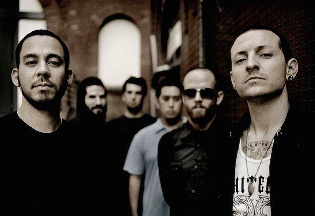Bir süre sonra Grey Daze ile yollarını ayıran Bennington Kaliforniya'ya taşındı ve burada Linkin Park grubuna katılarak bu grupta vokalist olarak müzik kariyerini sürdürdü.