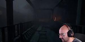 Korku Oyunu Oynarken Odaya Biri Girince Ruhunu Teslim Eden Youtuber