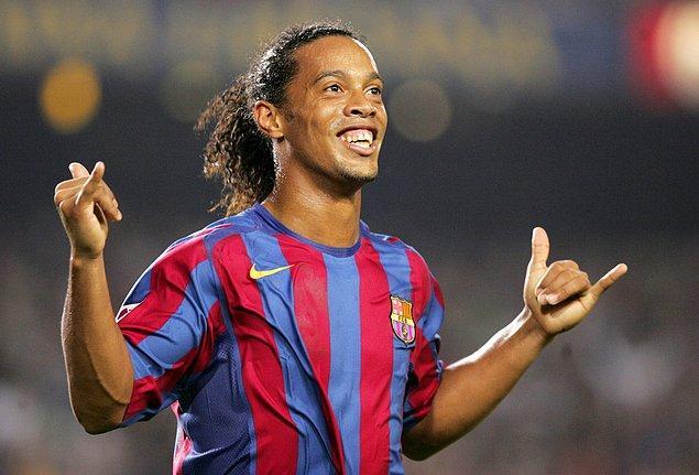 8. Ronaldinho - 220 milyon Euro (Barcelona yılları)