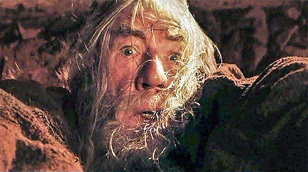 8. Gandalf, kartalları Mordor'a yüzüğü taşımaları ve yok etmeleri için göndermek istemişti ama kısmet olmadı. Frodo götürmek zorunda kaldı.