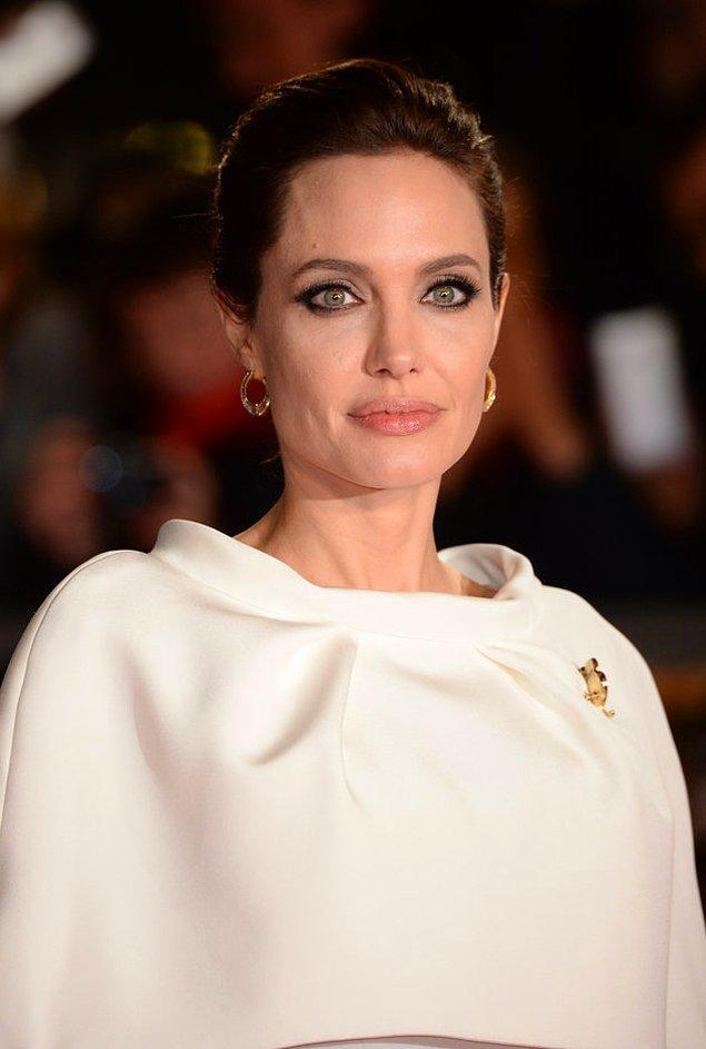 Angelina Jolie daha önce BBC'ye yaptığı açıklamada da 'çok ama çok zor zamanlar geçirdiğini' ifade etmişti.