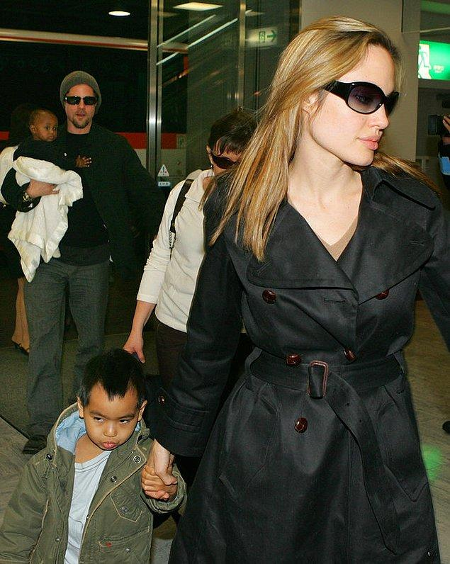 Angelina Jolie boşandıktan sonra 6 çocuğuyla birlikte Los Angeles'ta bir eve taşınmıştı.