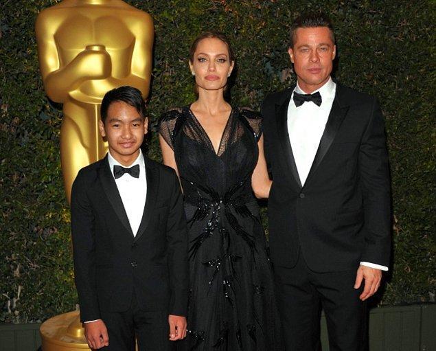 Angelina Jolie ayrıca meme kanseri riskiyle her iki memesini kaybetmiş ve son olarak Bell's Palsy hastalığı teşhisini öğrenmişti.