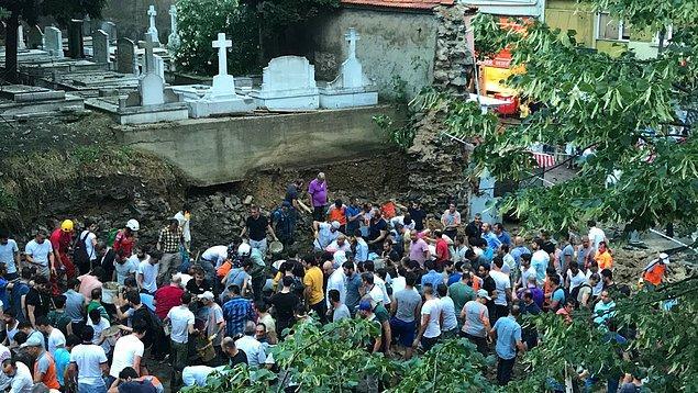 Şişli'de mezarlık duvarı çöktü