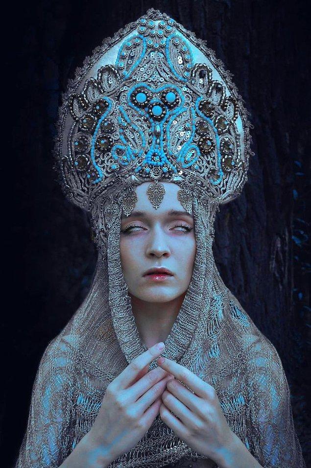 1. Slav kültürü denildiği zaman şüphesiz akla gelen ilk şey votka, kürk şapka, ve Ortodoks Kilisesi'dir.