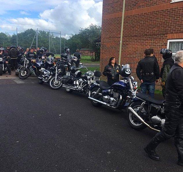 Gosport Scooter Kulübü'nden bir sürü motosikletçi Claire'ın gönderisini fark etti ve Shannon'ın ailesiyle birlikte bir 'Alternatif Balo' düzenledi.