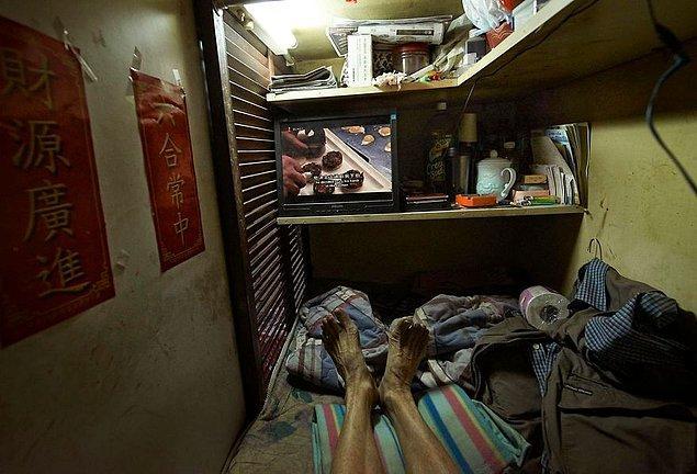 """8. Benny Lam, """"Trapped"""" (tutsak, köşeye sıkışmış) adını verdiği bu fotoğraf projesinde, kabinlerdeki olumsuz hayat şartlarına ilgi çekmeyi amaçlamış."""