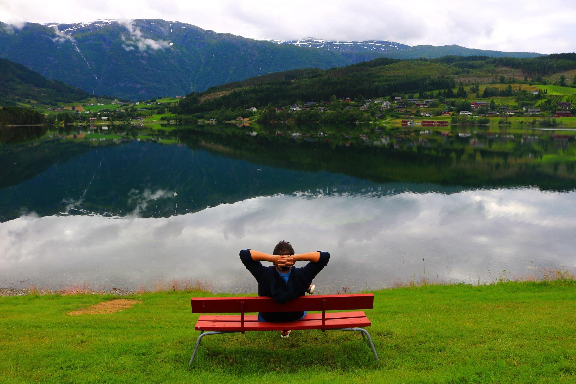 Norveç'te 2200 Kilometre Yol Yaparak Yeşilin Her Tonunu Gören Gezginden 18 Fotoğraf