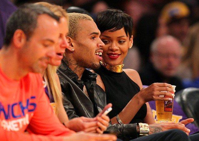 Rihanna şu günlerde her ne kadar son derece umursamaz ve rahat bir kadın gibi görünse de, sonuçta o bir Balık burcu; Chris'a çok ama çok aşıktı.