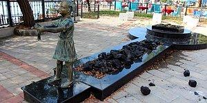 Bu Sefer Adres Zonguldak: Atatürk'e Çiçek Veren Kız Heykeline Saldırı