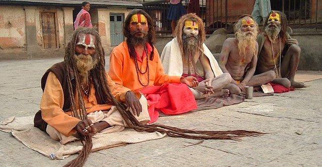 1. Dünyada var olan dinlerin tümü Hindistan'da görülür.