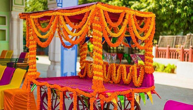 8. Hint düğünlerinde bolca 'kadife çiçeği' kullanılır.