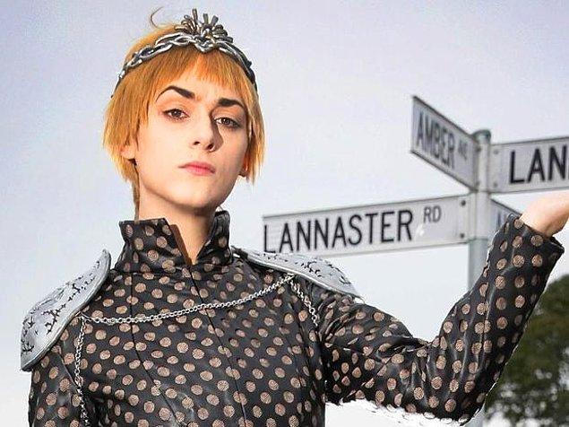 Proje yöneticisi  Gary Smith, sokağın sakinlerinin ensest referansından rahatsız olduğunu, Lannister'ı farklı bir şekilde yazmayı denese de kabul görmediğini aktardı.