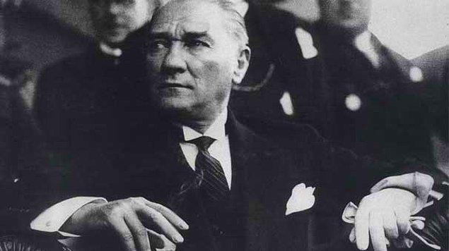 """Öte yandan 5. sınıf sosyal bilgiler kitabından, """"Atatürkçülüğü ve Atatürk İnkılaplarını Öğreniyorum"""" ve """"Atatürk İlke ve İnkılapları"""" bölümleri çıkarıldı."""