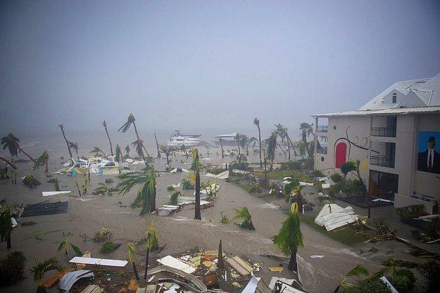 5. Irma Kasırgası, Hotel Mercure'ü harabeye çevirdi.