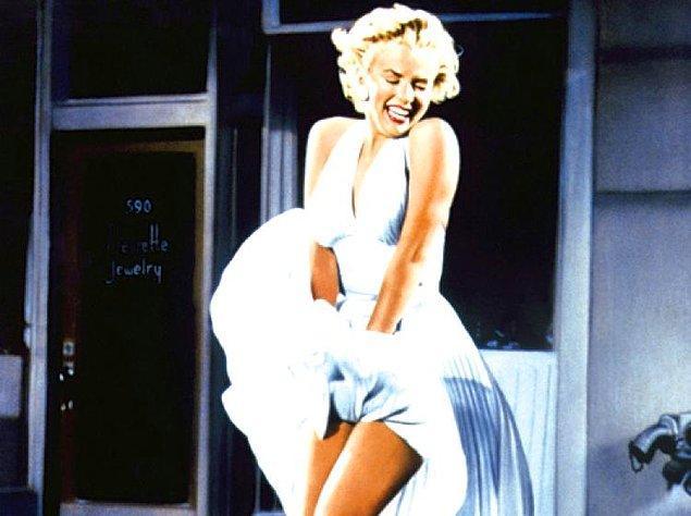 1. Marilyn Monroe'nun ikonik pozunun ortaya çıktığı o an. 1955 yapımı The Seven Year Itch filmindeki beyaz elbiseyle ölümsüzleşti.