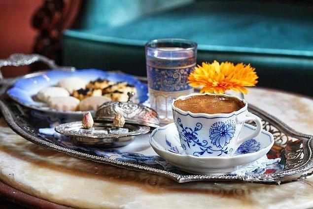 10. Kahvaltıdan sonra bol köpüklüsünden bir kahve ise bu keyfin tuzu biberi olur adeta.