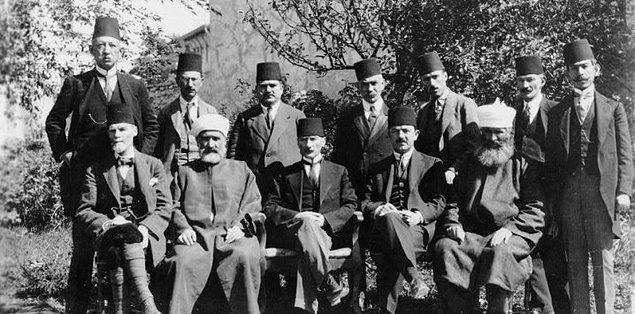 Bu günlerde ailesi Mustafa Kemal Paşa'dan, gönderdiği telgraflar ve mektuplar aracılığıyla haber almaktaydı.