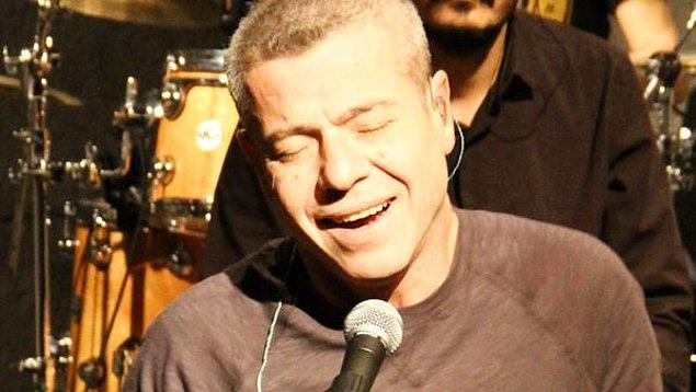 4. 93 yılında piyasaya sürdüğü ilk albümü Med Cezir ile Türkçe Pop'u yerinden oynatıyor adeta...