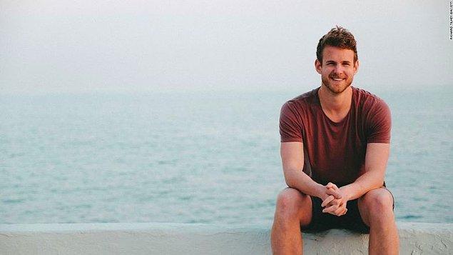 Richard Uganda'da bir maratona katılmaktan, Almanya'da yoga dersleri almaya kadar birçok esktra aktiviteye de tanık oluyor.