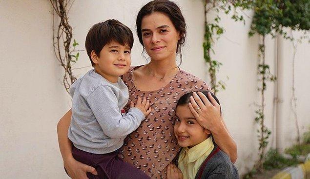 Bu iki tatlı çocuk da, anneleriyle bir başlarına kalmış ve muhtemelen gözyaşlarımızı akıtacak çocuklar olarak karşımızda olacaklar.