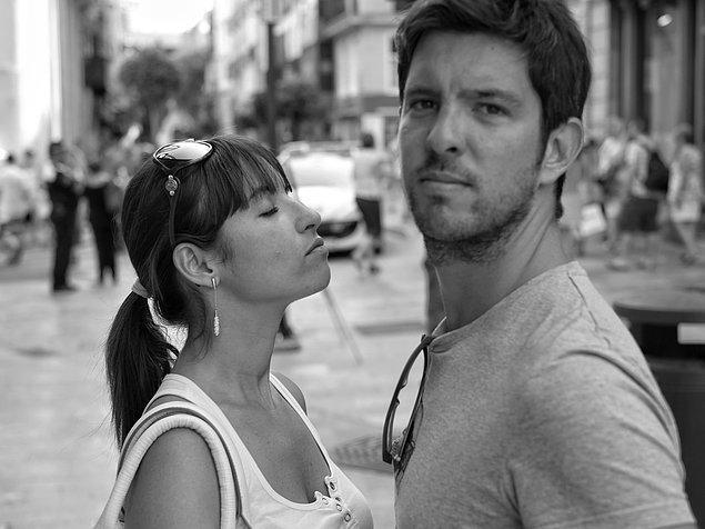 17. Lisedeydik ve kız arkadaşımla ilk kez öpüşüyorduk. Kendisini geri çekti ve yüzünü çevirerek bana sarılmak istedi...