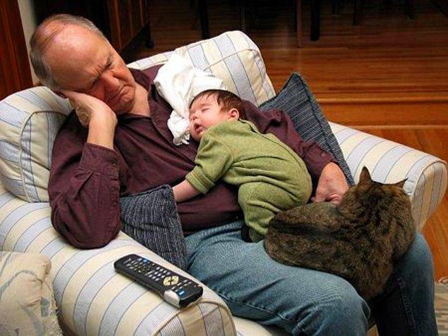 2. O saf sevgiyle sizi sahiplenir ve daima yanınızdadır, uyurken bile!